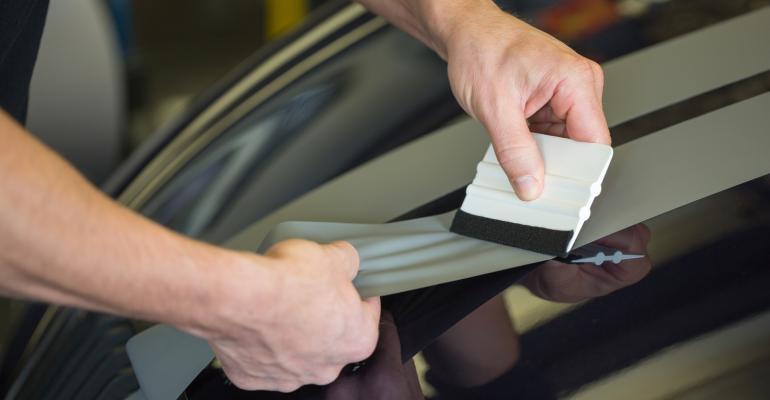 Envelopamento de veículos especialista dá 4 dicas do que considerar para ser um fornecedor competitivo